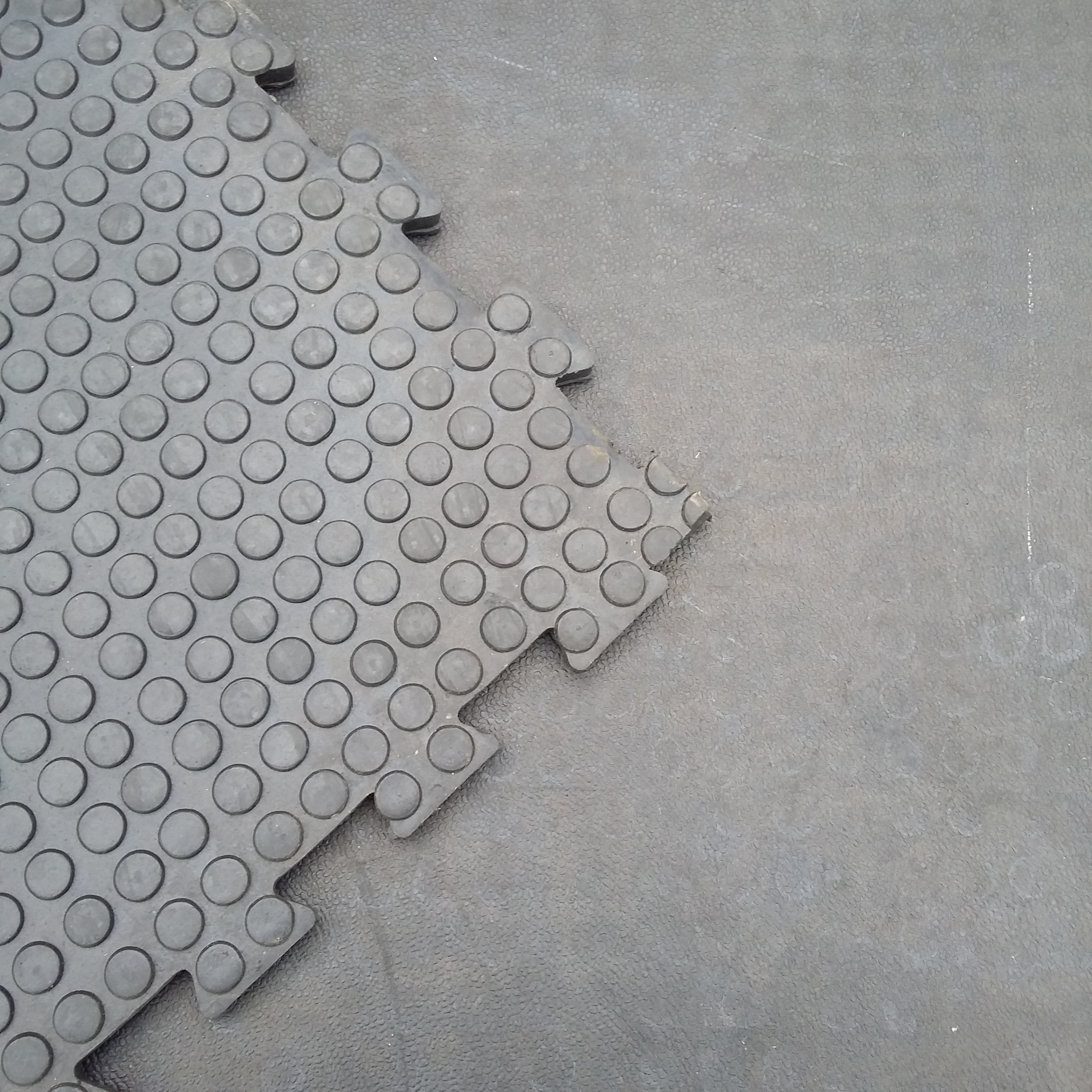 Grip Top 1m2 Interlocking Tile Quattro Products