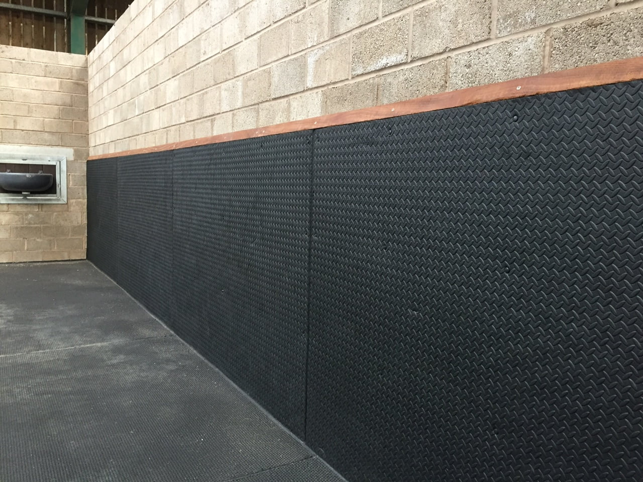 Rubber Stable Matting For Equine Applications From Quattro