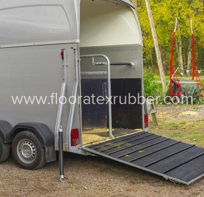 Trailer ramp mat